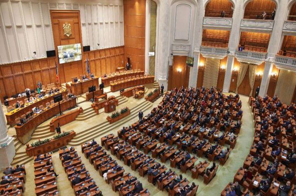Decizie de ultimă oră! Eliminarea pensiilor speciale a fost amânată și intră în procedură parlamentară