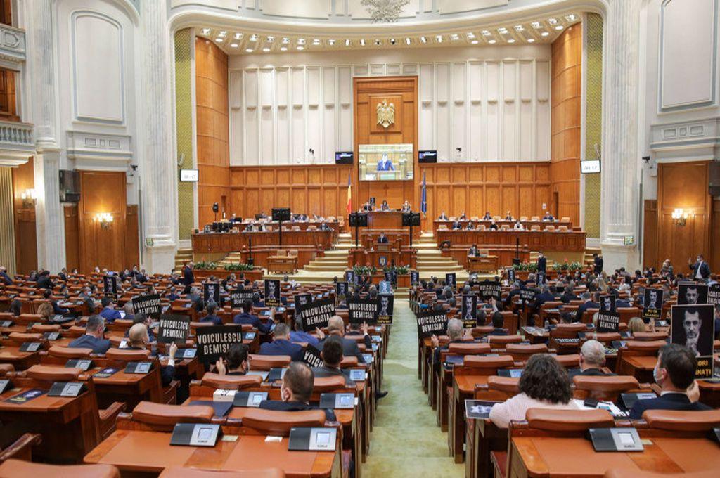 Decizie de ultimă oră! Pensiile speciale ale parlamentarilor au fost eliminate