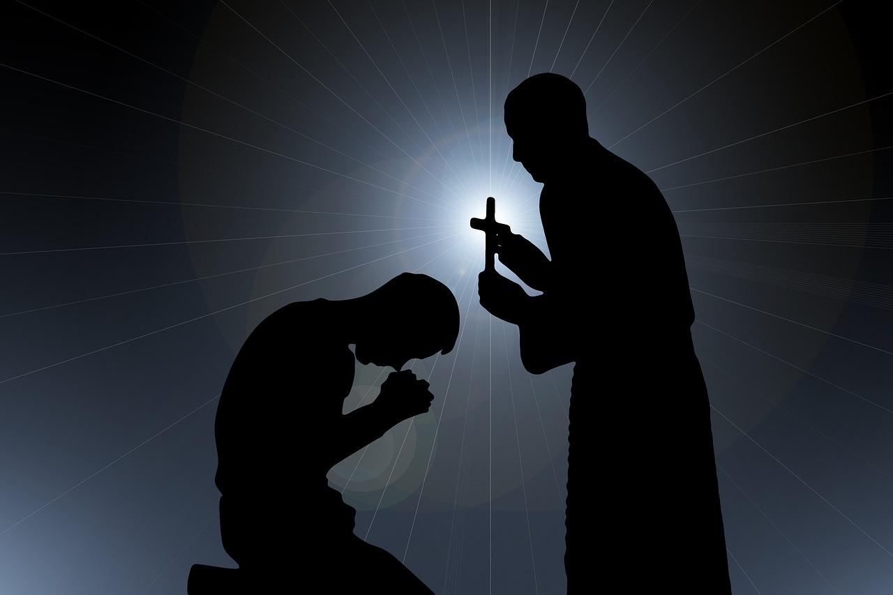 Preotul care a botezat copilul decedat ulterior la Suceava a fost suspendat