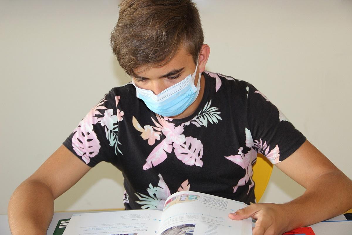 Singurul caz în care elevii vor putea scăpa de masca de protecție