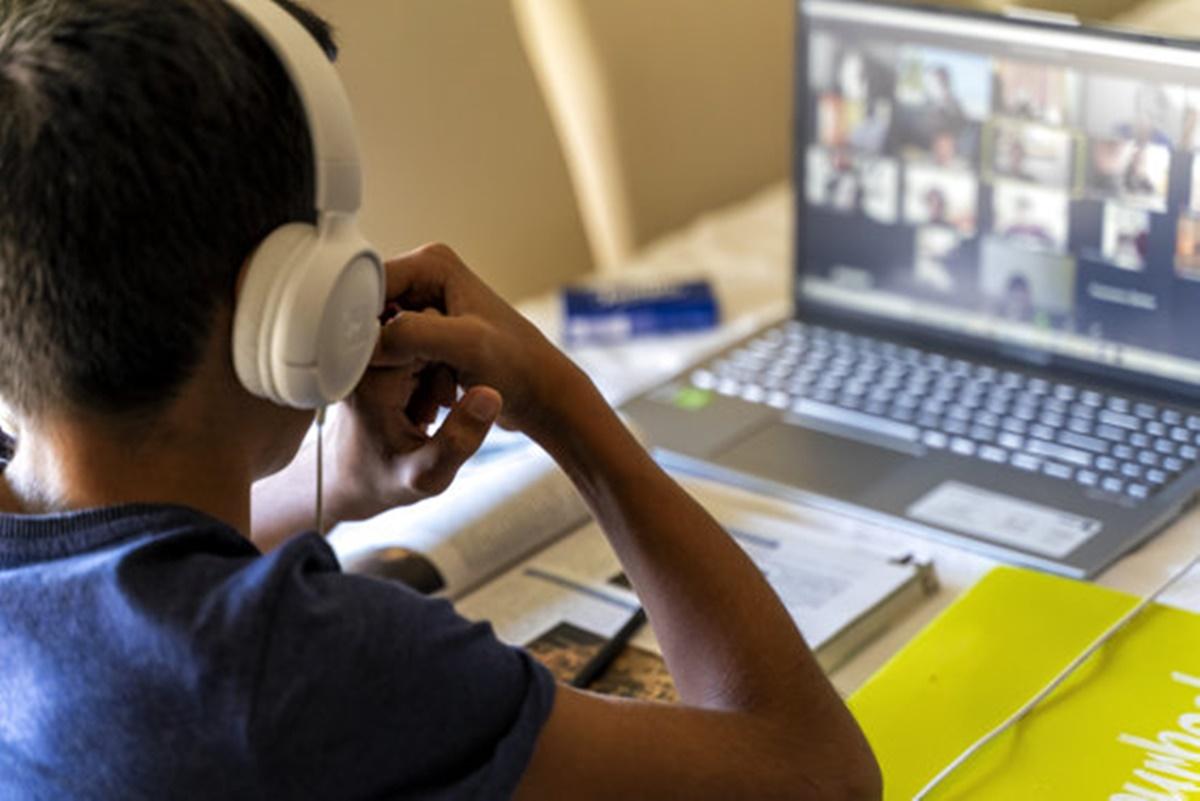 Șapte școli din București au revenit la cursurile online. De ce s-a luat această decizie