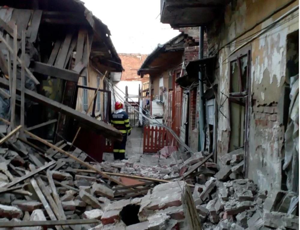 Explozie într-un imobil din Timișoara. Persoană prinsă sub dărâmături