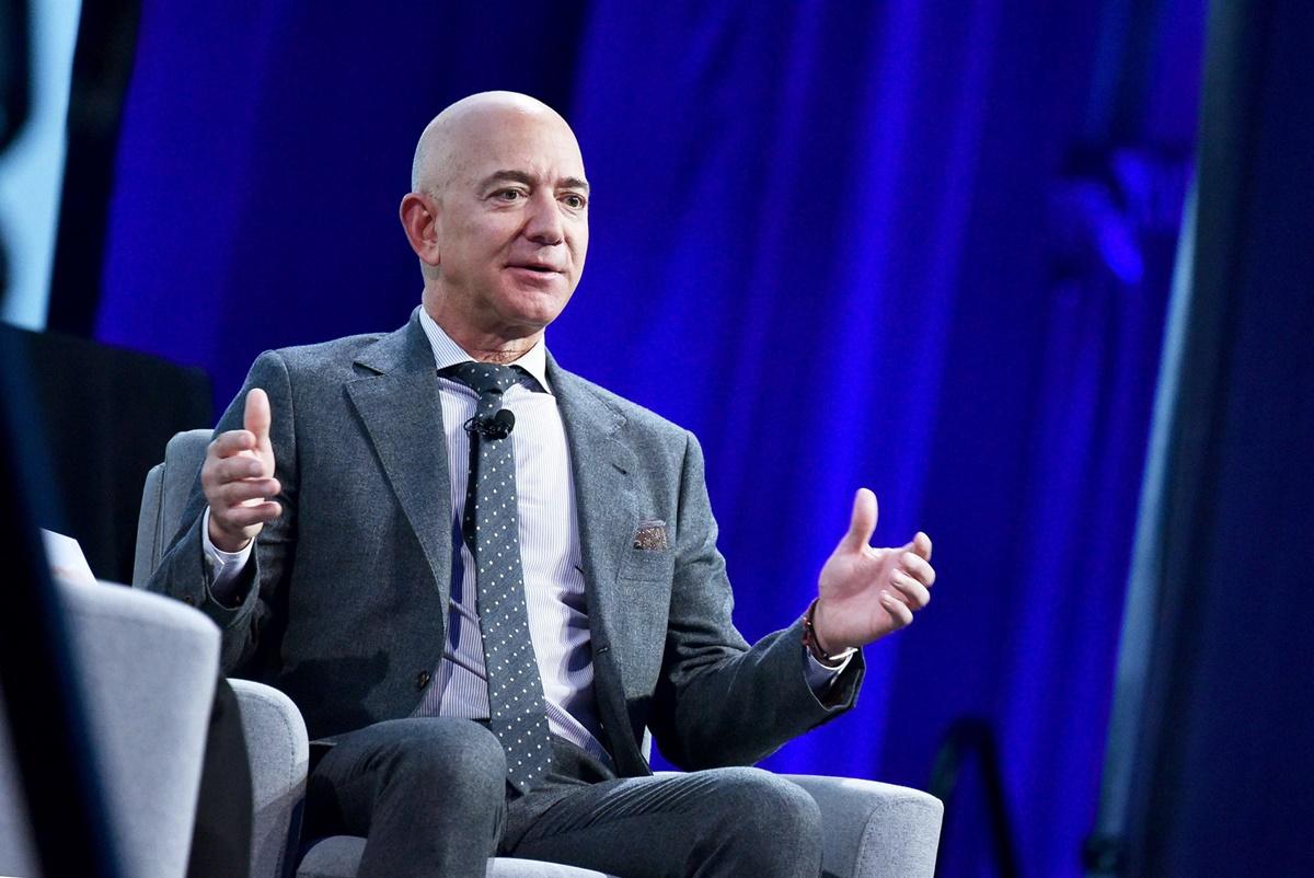 Jeff Bezos renunță la funcția de CEO al companiei Amazon. Cu ce se va ocupa în continuare