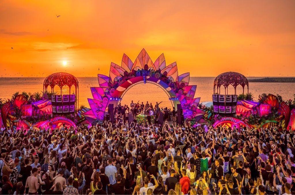 Cine va cânta la Neversea 2021. Organizatorii au anunțat primii artiști care vor face senzație în vară