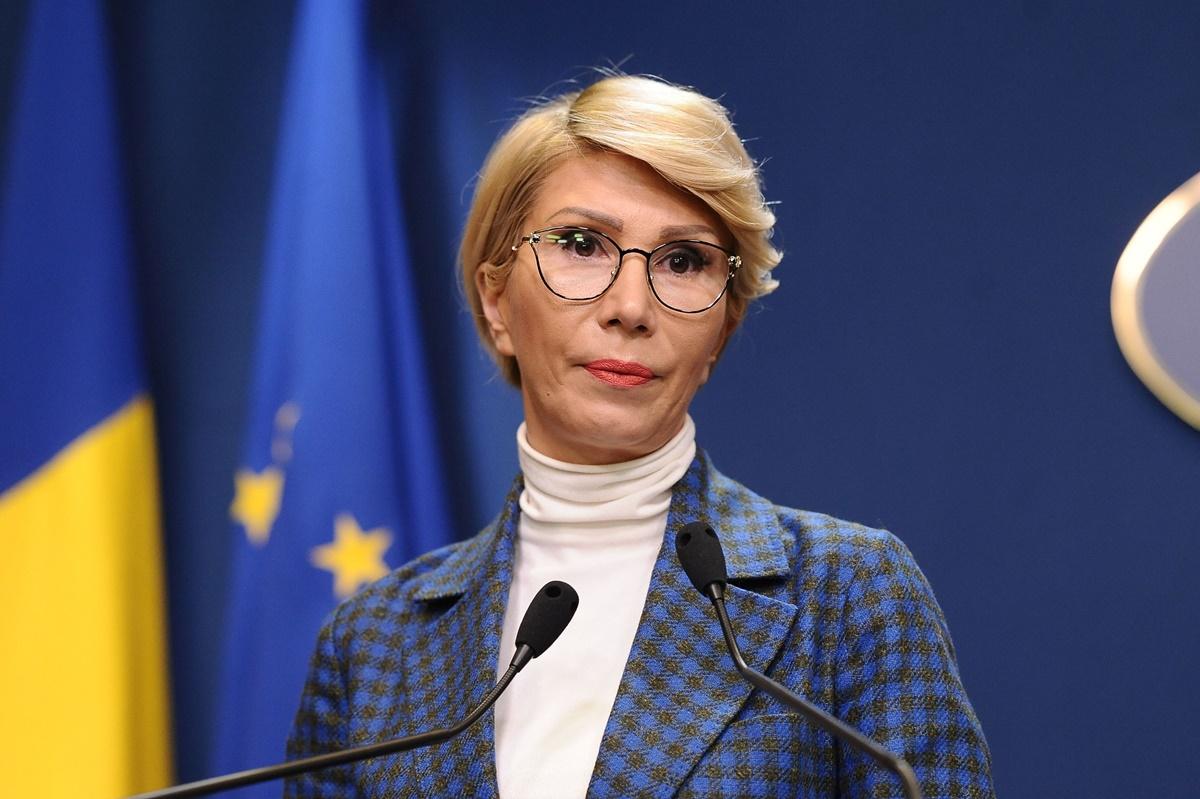 """Raluca Turcan decisă să elimine """"sporurile anapoda"""". Ce vor spune bugetarii"""