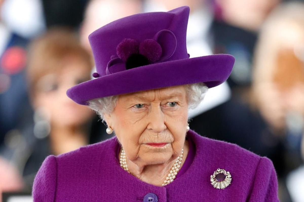Regina Angliei a alungat personalul de la palat. Motivul are legătură cu prințul Harry și Meghan Markle