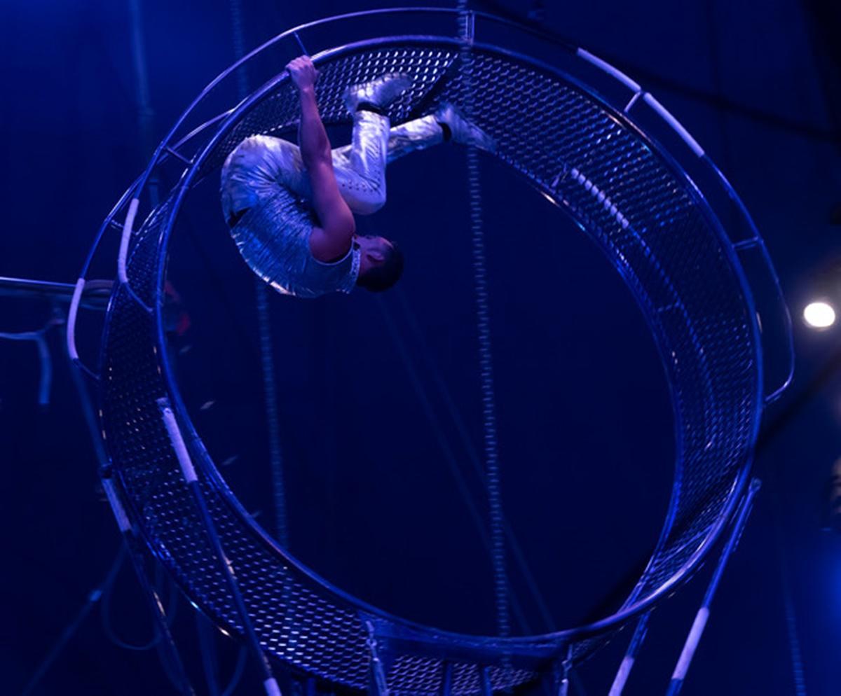 Doliu în lumea circului. A murit acrobatul care a căzut în cap de la 7 metri