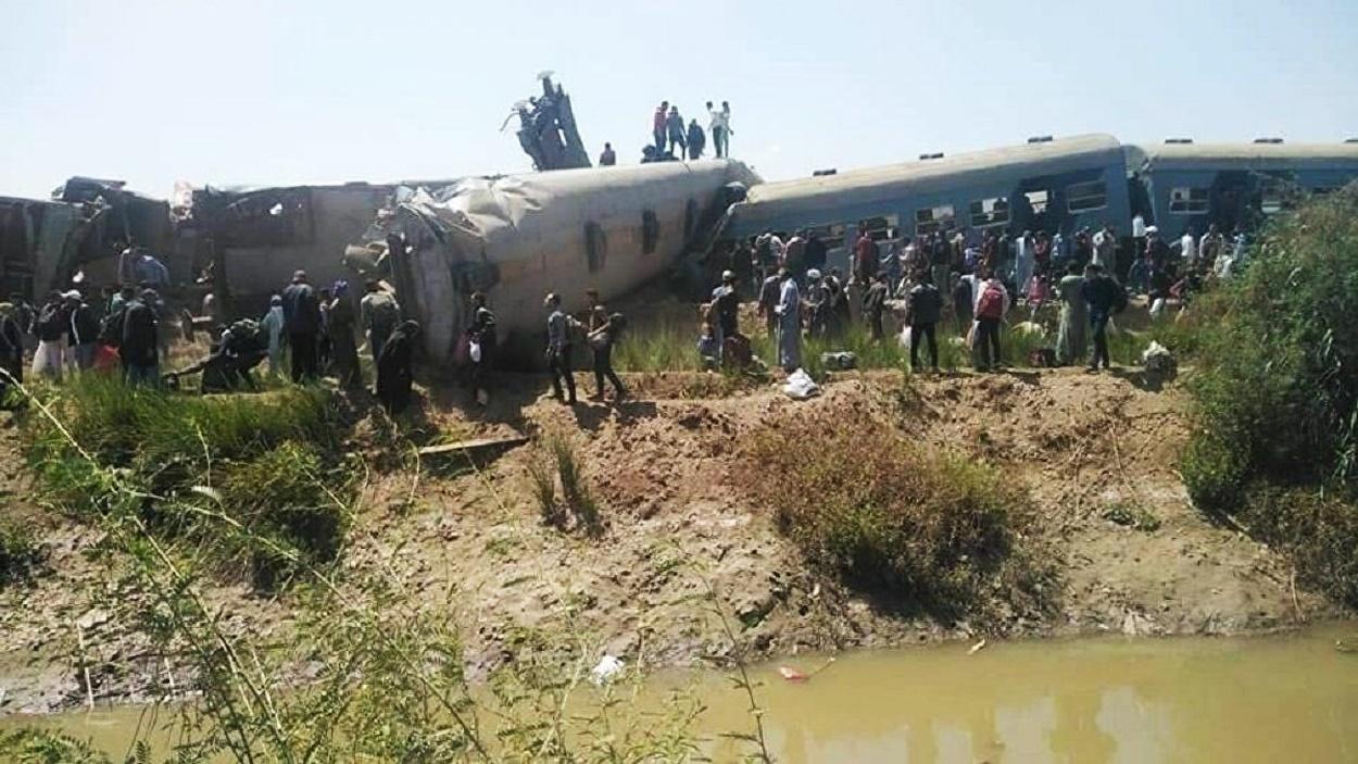Catastrofă feroviară în Egipt. Două trenuri s-au ciocnit, impact devastator