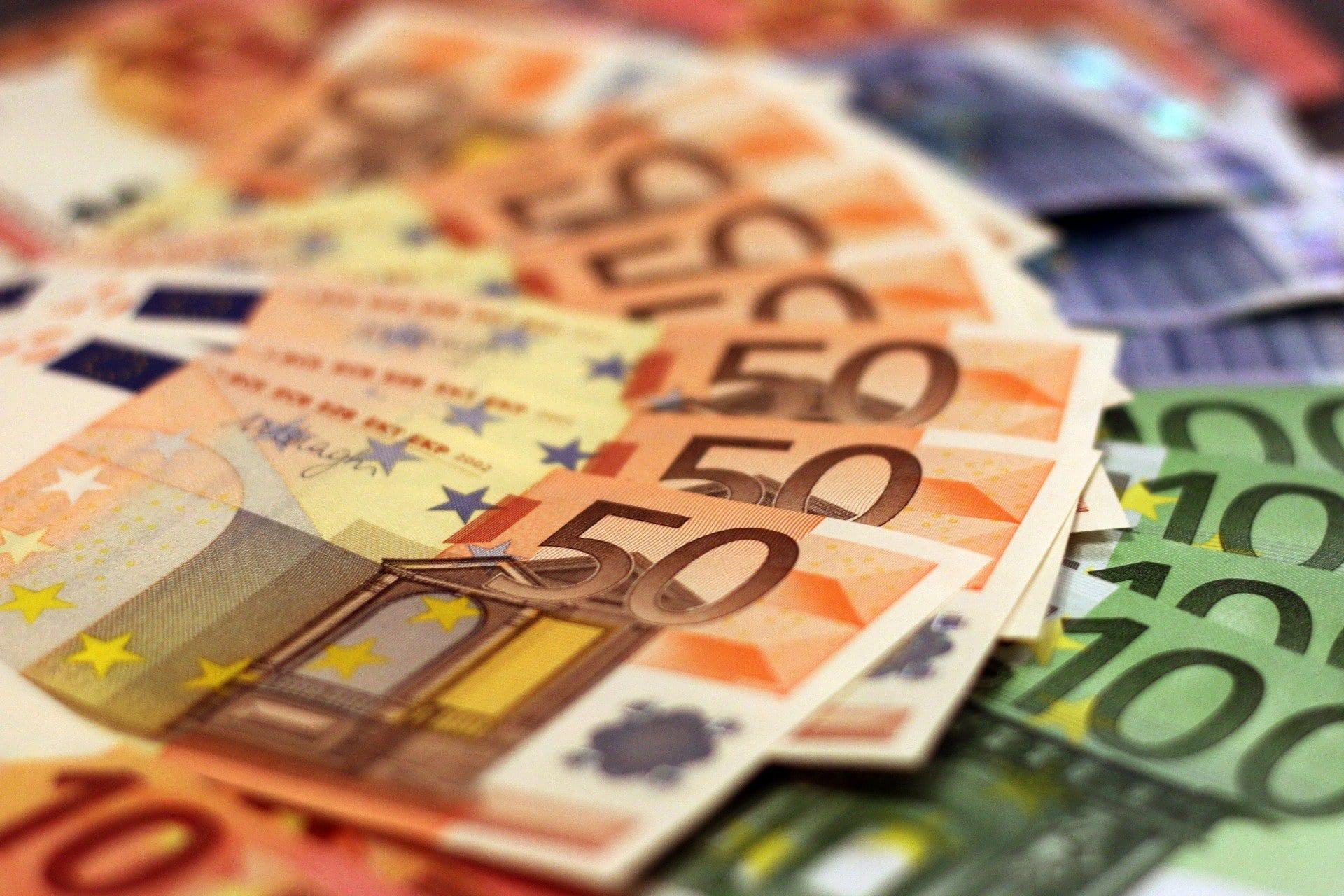Curs valutar 19 aprilie 2021. La ce valoare ajunge euro azi