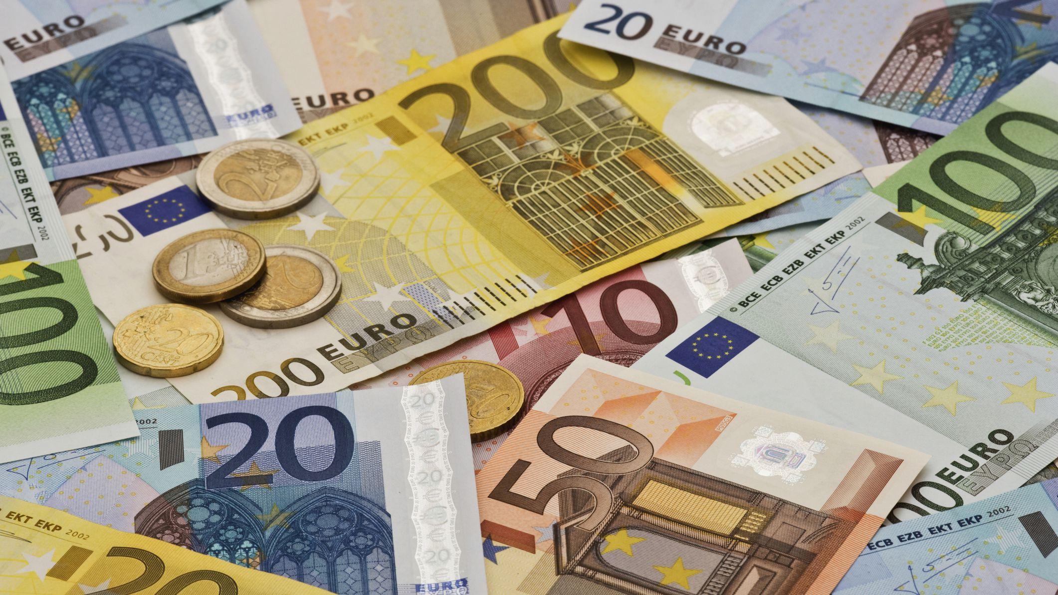 Curs valutar 7 aprilie 2021. Ce se întâmplă cu moneda euro azi