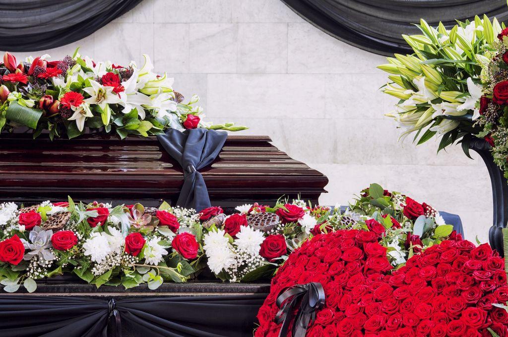 Reguli noi la înmormântări! Raed Arafat anunță relaxarea restricțiilor la decese