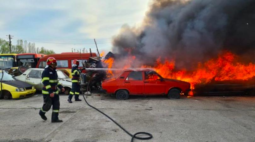 Incendiu de proporții în parcul auto al Regiei de Transport din Craiova