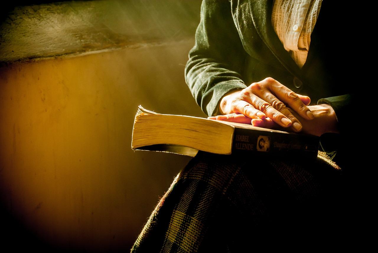 Rugăciunea de sâmbătă seară. Cum e bine să o zici corect