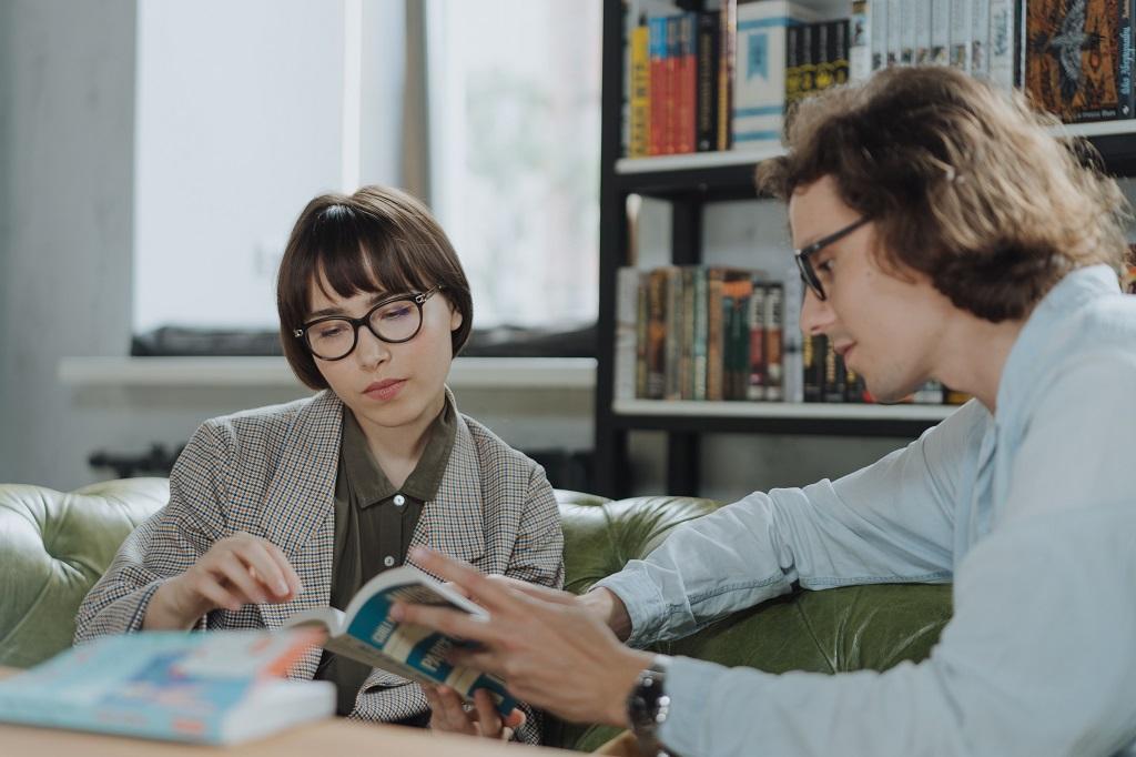 Confortul de a citi cărți electronice Ochelari de lectură pentru relaxarea ochilor și corectarea vederii